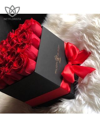 Forever Quadrata - small black or white cube box - red infinity roses